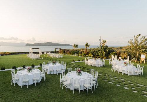 ślub w ogrodzie z widokiem na morze
